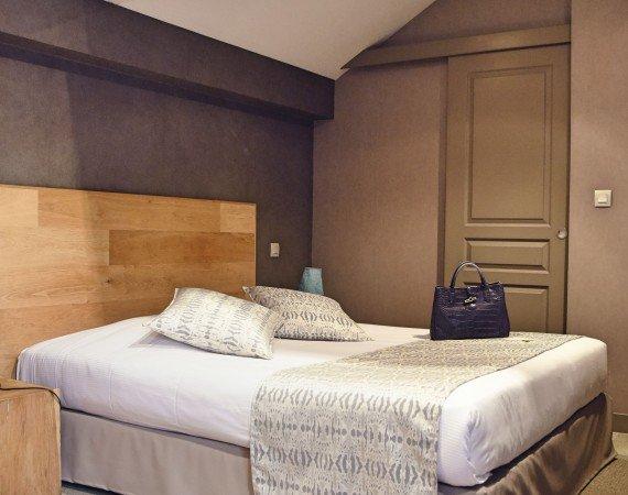 lit-queen-size-chambre-confort