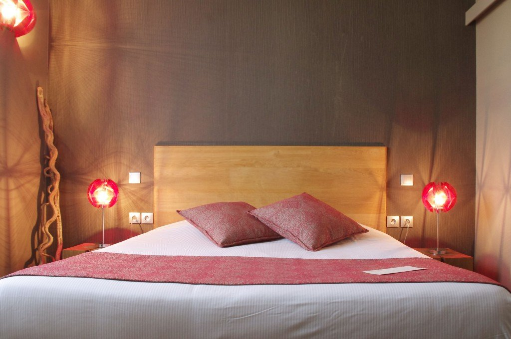 lit-queen-size-chambre-duo-cosy