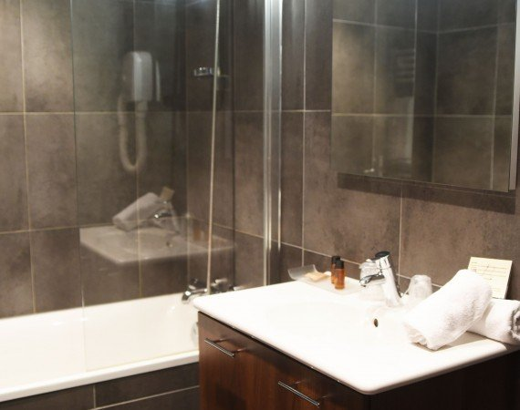 salle-de-bain-baignoire-chambre-cosy-patio